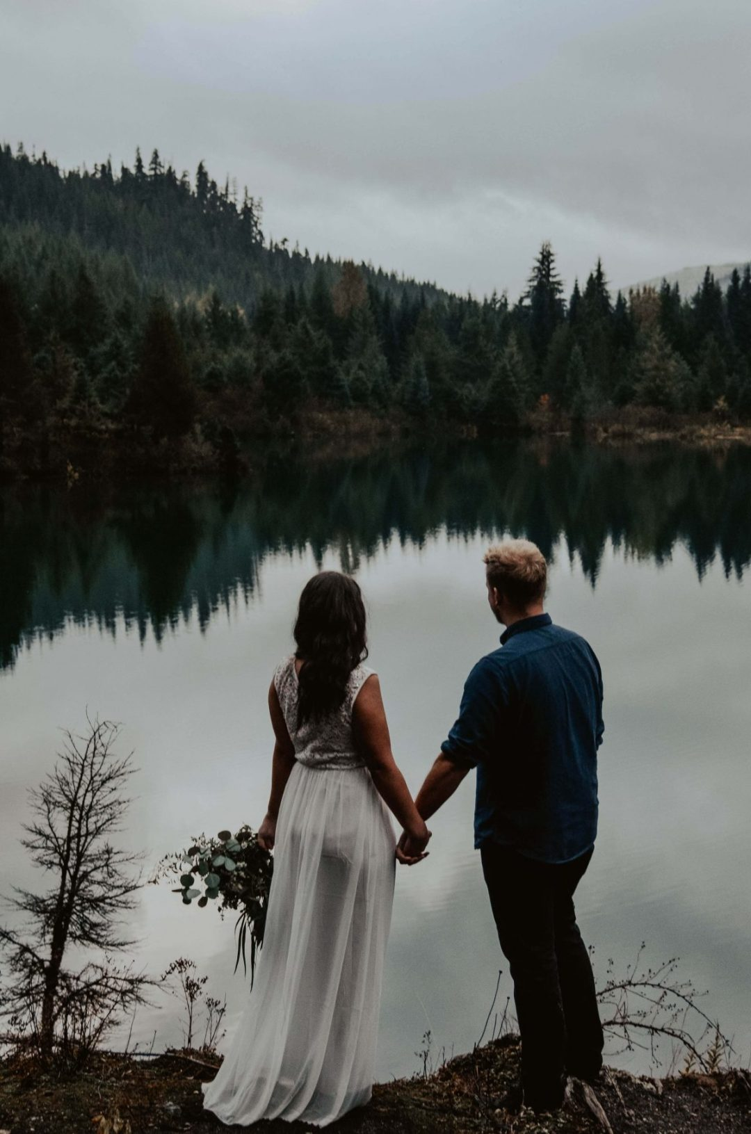 seattle, snoqualmie, elopement, goldcreek, northwest, washington, wedding, photographer, bouquet, moody, trees, lake, mountains, nature, water, white dress, couple, married, fog, reflection, mirror, pnw