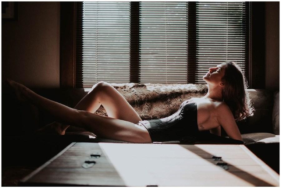 boudoir, boudoir-photographer, boudoir-photography, boudoir-photos, boudoir-session, boudoir-photoshoot, home-boudoir, wallingford-seattle, outdoor-boudoir, backyard-boudoir, bedroom-boudoir, boudoir-inspiration, purple-hair, peacock-feathers,