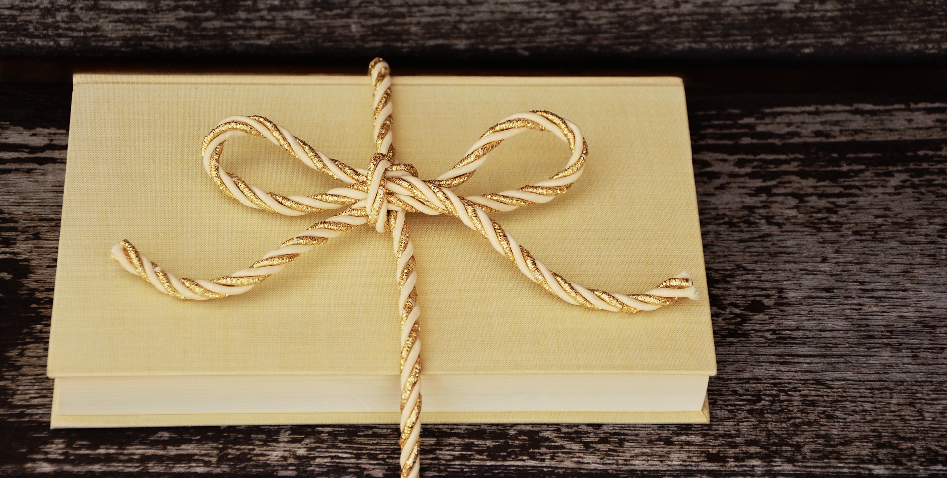 Thirty-Three (Non-Book) Gifts for Your Favorite Bookworm
