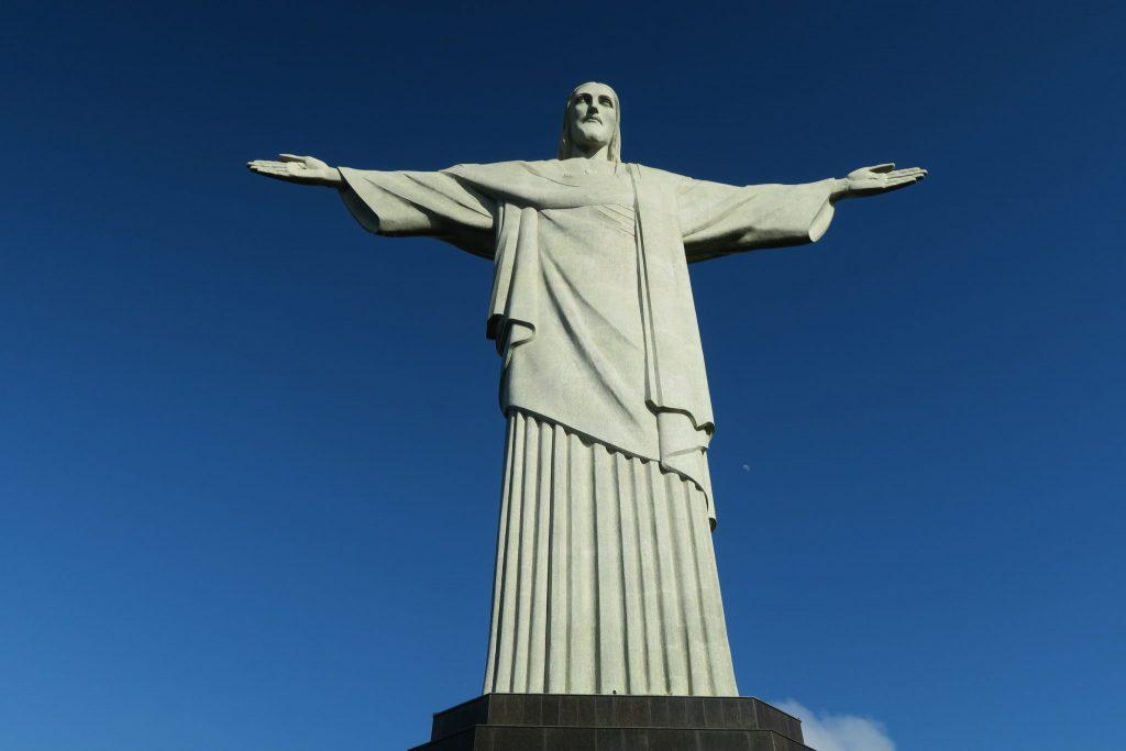 Cristo Redentor, How to See the Cristo Redentor if You're at the Rio de Janeiro Airport