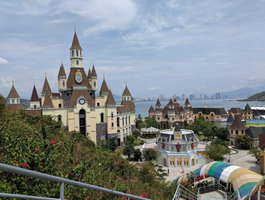 Vinpearl Nha Trang - Exploring The Disneyland Of Vietnam (21 Pictures!)