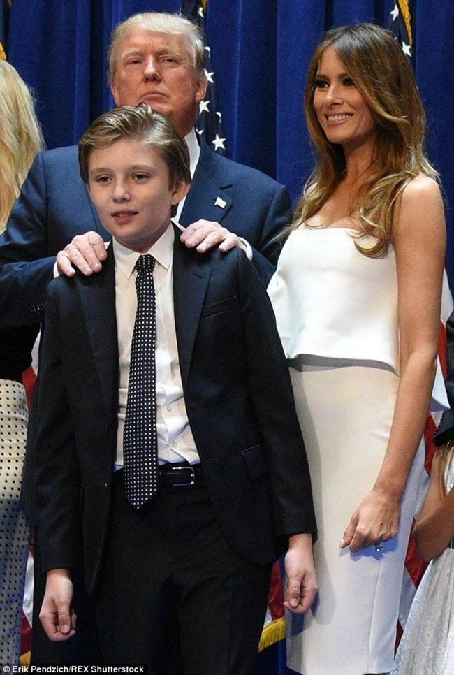Con trai út cực điển trai của ông Donald Trump cũng là nhân vật hot không kém trong ngày hôm nay - Ảnh 10.