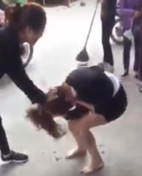 Người vợ đánh ghen hotgirl ở Vinh: Tôi đánh vì tội đưa nhau đi ăn mà còn dám đăng Facebook - Ảnh 6.