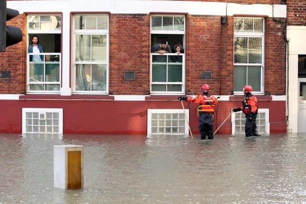 London ngập úng vì vỡ đường ống nước lần thứ 3 trong tuần - Ảnh 8.