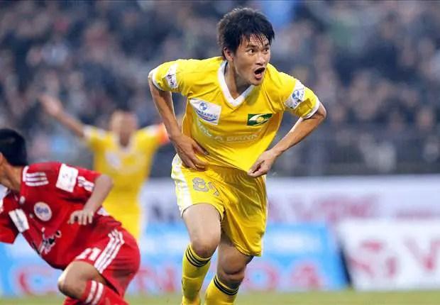 Công Vinh: Ông vua chuyển nhượng của bóng đá Việt Nam - Ảnh 1.