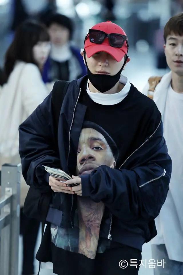 Leeteuk (Super Junior) đăng hình cảm ơn fan Việt trải xanh cả sân bay Nội Bài để đón anh - Ảnh 4.