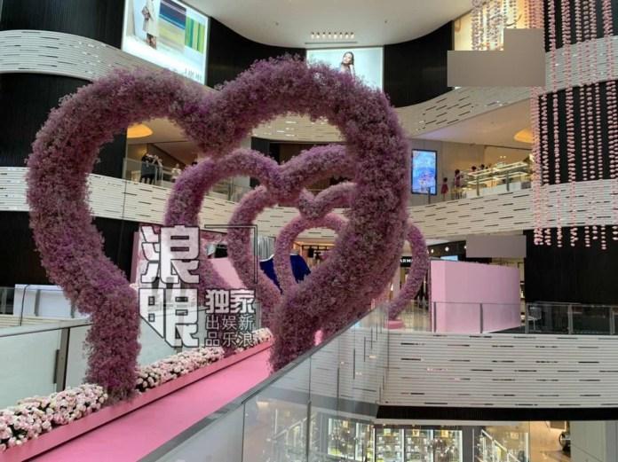 Hé lộ quang cảnh 99.999 đoá hồng thiếu gia trùm sòng bạc Macau chuẩn bị cho màn cầu hôn chân dài Victorias Secret - Ảnh 3.