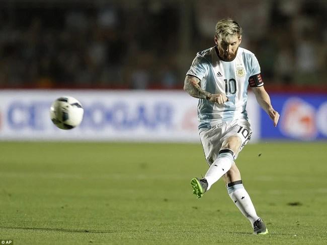 Messi lập siêu phẩm sút phạt, Argentina dứt mạch toàn hòa và thua - Ảnh 4.