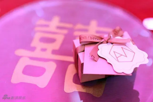 Cuối cùng cô dâu hotgirl đã xuất hiện, Quách Phú Thành nghẹn ngào xúc động trong hôn lễ - Ảnh 13.