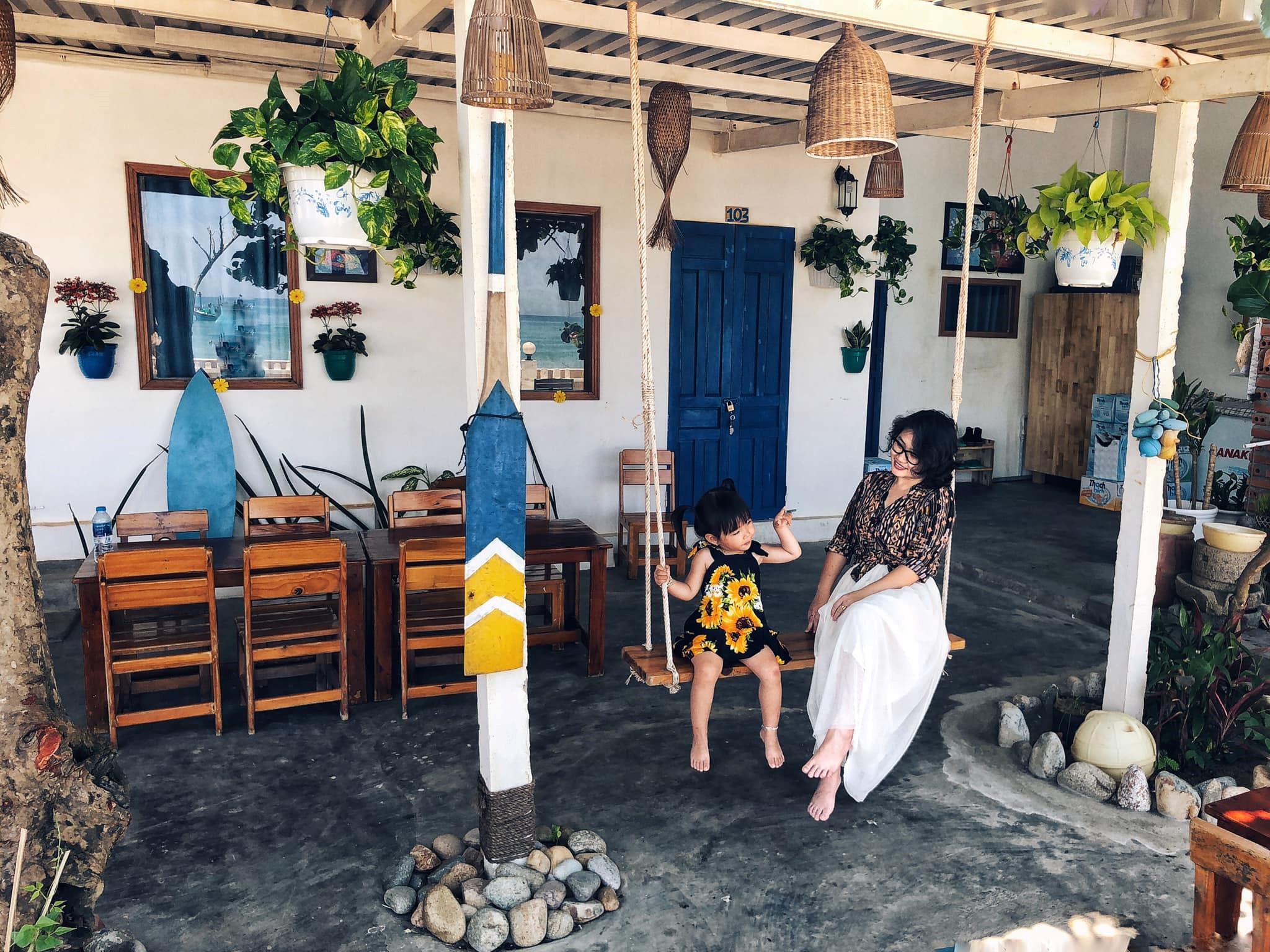 Nạp vitamin sea ở Sunny Bay Homestay Bãi biển Nhơn Lý đẹp không góc chết