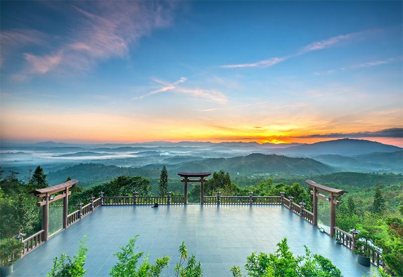 Linh Quy Pháp Ấn: Điểm lại ngôi chùa có cổng trời đẹp như mơ ở Bảo Lộc