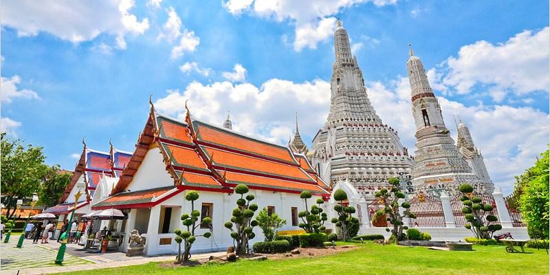 泰國曼谷必去景點   鄭王廟(黎明寺)-白晝景色大不同,雕工精緻值得造訪的古蹟寺廟。