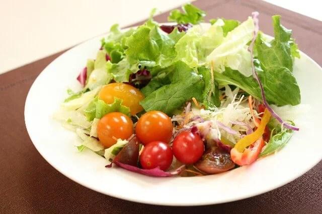 肌荒れも便秘も改善!キャベツを使った簡単サラダレシピ5選