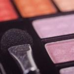日用品・化粧品の広告宣伝費と削減不可の理由