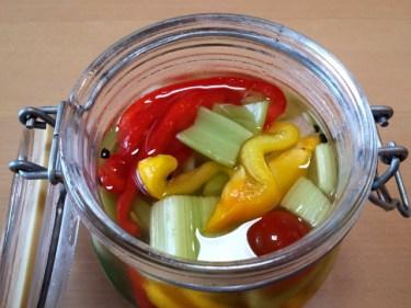 ピクルスに漬ける野菜は茹でる?茹でない?どっちが正解?