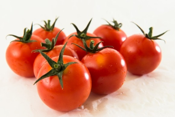 トマトに砂糖+醤油でサラダやおかずにもなるレシピを紹介