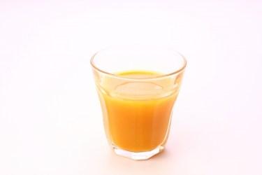 フレッシュオレンジジュースのビタミンc量はどのくらい?