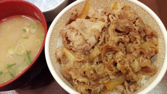 牛丼店のサイドメニューである味噌汁のカロリーを比較!