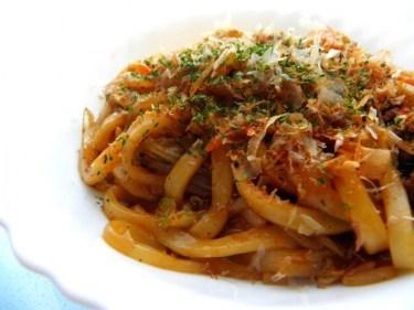 味噌を使って鍋や炒め物に!うどんのレシピをご紹介
