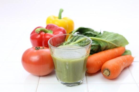 野菜ジュースに頼りたいけど、どれくらいの栄養がとれるの?
