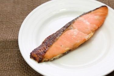 電子レンジで作る焼き魚のポイントはクッキングシート使い!