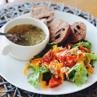 女性のいつものお昼ご飯!摂取カロリーや食事内容の理想は?