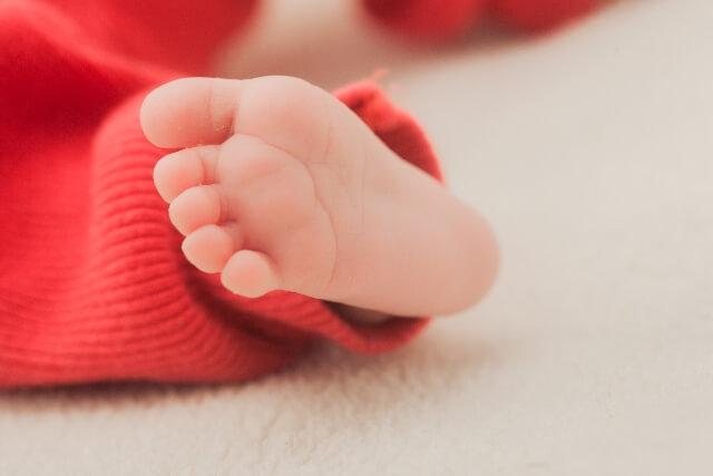足の裏のイボはウイルス性?子供にできやすい尋常性疣贅とは