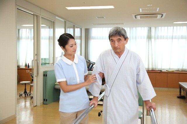 介護士って難しい?働きながらは無理?