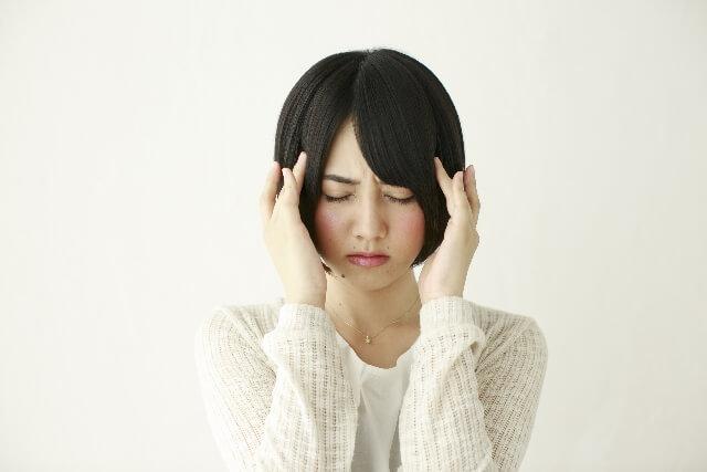 耳の違和感の正体は?圧がかかったような症状の原因について