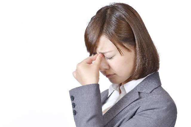 つらい偏頭痛や目がチカチカする症状の関係とは?