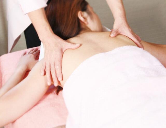 肩甲骨や鎖骨が痛いのはただの関節炎?