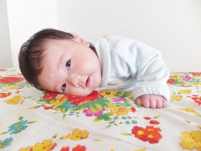 うちの赤ちゃんの顔に湿疹が!どんな原因が考えられる?
