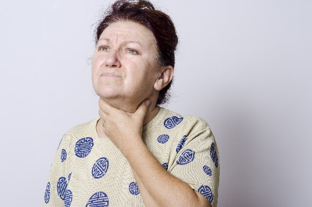 喉周辺のリンパの腫れや痛い症状が出る原因は?