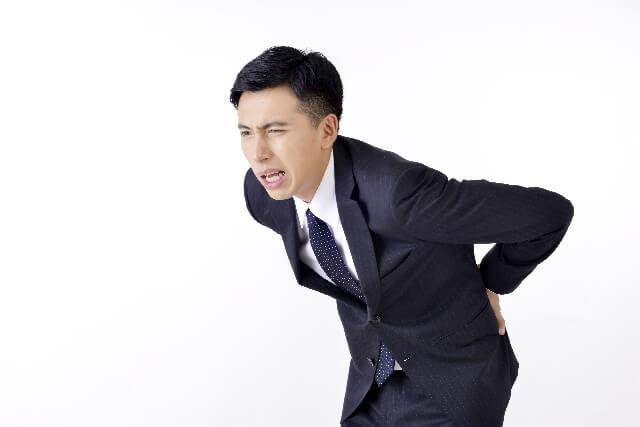 左側の背中が痛い!激痛を伴う場合の病気の可能性について