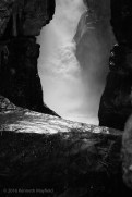 Greyscale falls and cleft in rock