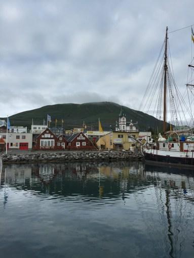 Hamnen i Húsavík, som de senaste decennierna blivit ett centrum för den isländska valturismen.