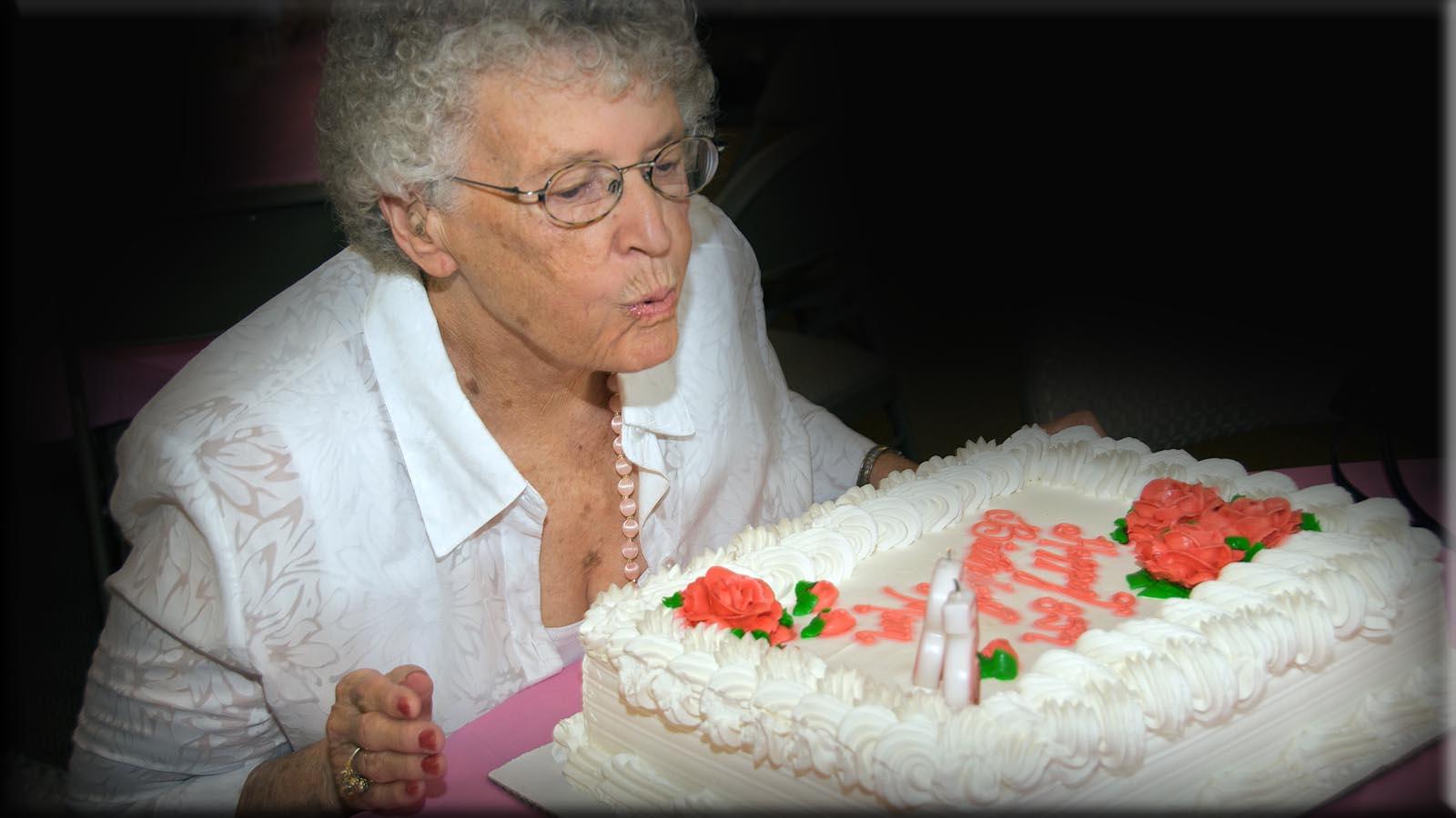 Virginia's 85th Birthday  6991 - 2009-06-13 at 17-38-24 II blog