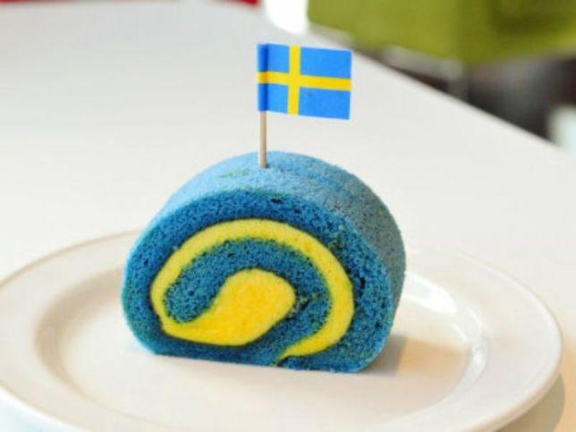 青色食べ物 ロールケーキ