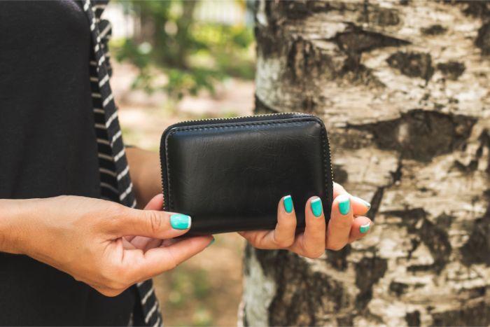 コーチの二つ折り財布はなぜ人気?