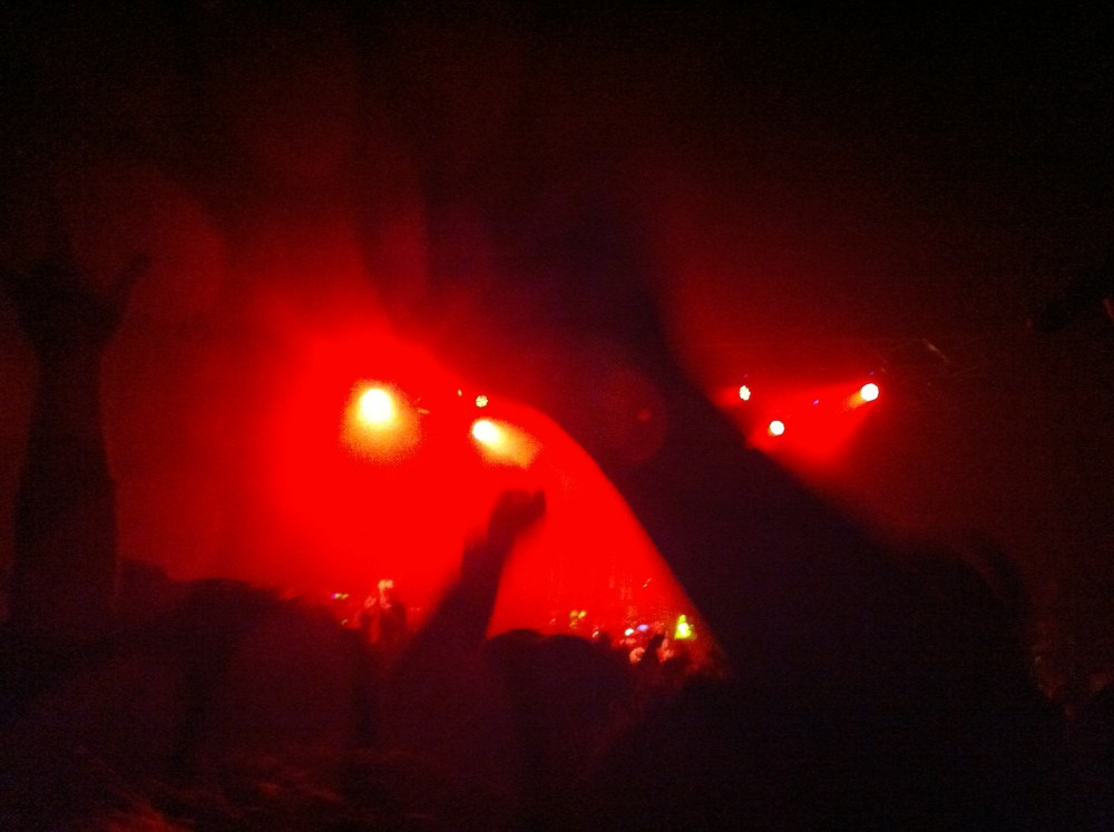LIVE REPORT: ONE OK ROCK Start Walking the World Tour Live in Singapore (June 30, 2012) (3/6)