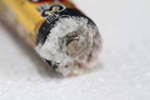 液漏れした乾電池