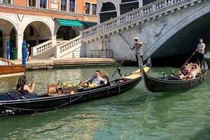 Venice-gondola-rialto