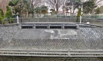 Zenpukujigawa tennis court flood intake