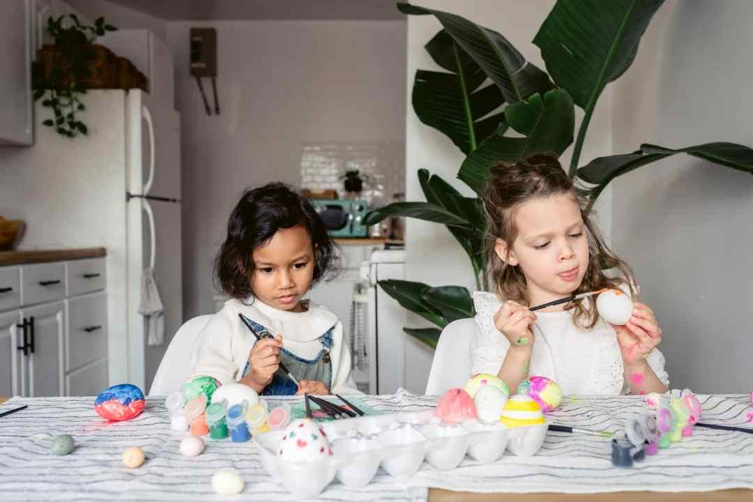 kids enjoying art therapy