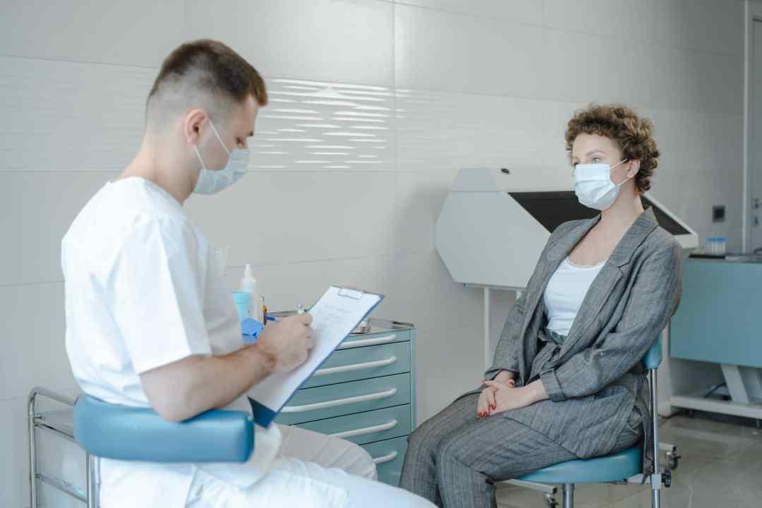 doctor diagnosing mental illness