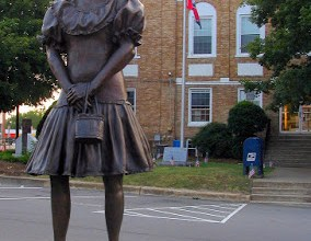 The mystery of the Minnie Pearl Bronze Statue