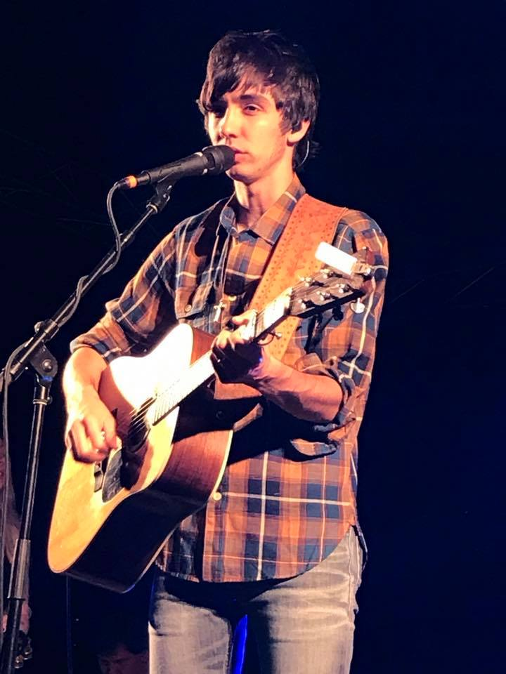 Mo Pitney at the WFKY Froggy Field Party 9. Photo by Jessica Blankenship.