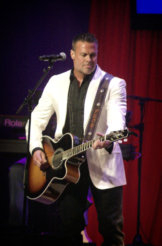 Troy Gentry at the KY Music Hall of Fame Induction Ceremony. Photo by Jessica Blankenship of Kentucky Country Music