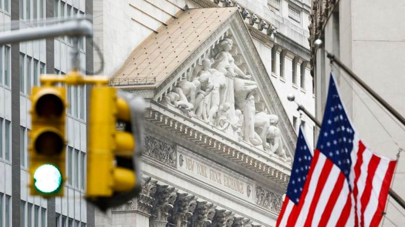 Global Markets; US Stocks Close Lower Amid Earnings Report