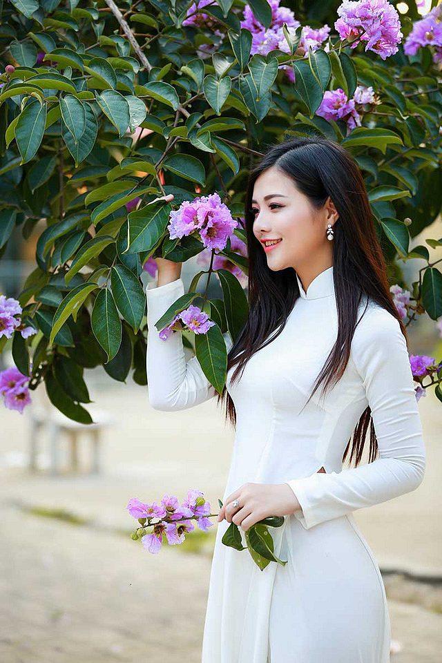 lac-buoc-vi-mai-ngam-le-song-ngan-dep-tinh-khoi-voi-ao-dai-trang (3)